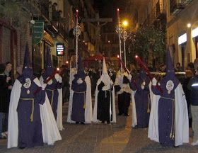 Procesión del Silencio   La procesión del silencio la organiza la Hermandad de Cruzados de la Fe, integrada por la Cofradía del Silencio ...