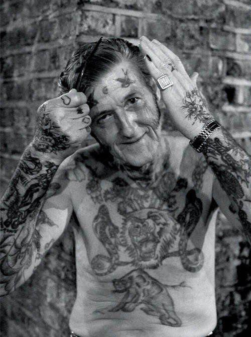 """17 retraités tatoués répondent enfin à la question : """"De quoi ça aura l'air quand je serais plus vieux?"""""""