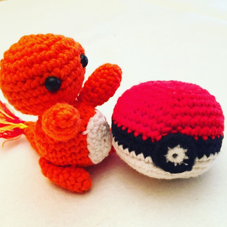 Charmander y Pokeball.