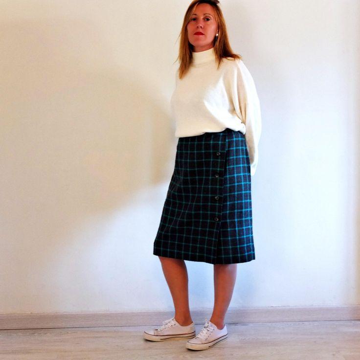 Midi Tartan Skirt Vintage 70s. Wrap High Waist Skirt, Straight Skirt Formal with side buttons. Size L - XL. Gift clothing women ** Falda Vintage MIDI Tartán, 70s. Falda Cintura Alta y recta con abertura y botones. Falda Formal #vintage #vintageclothing #vintagestyle #vintagefashion #giftwomen #vintagelover #vintagewomen By RebecaVintageShop