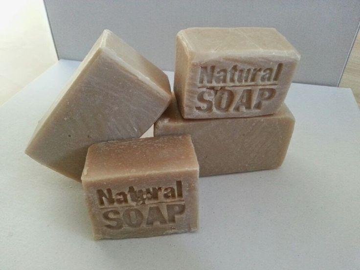 Envie de douceur dans ce monde de brut, envie de simplicité, et ce petit savon était né :)  Claude   m'a vanté les mérites de l'argile d...