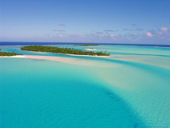 1773年にキャプテン・クックによって発見されたクック諸島は赤道の南、タヒチとフィジーの中間にある地上最後の楽園のひとつです。南太平洋に点在するクック諸島、文明とは一切無縁のコバルトの海と純白の砂浜。こんな地上のパラダイスでゆったりとした時を過ごしてみませんか?