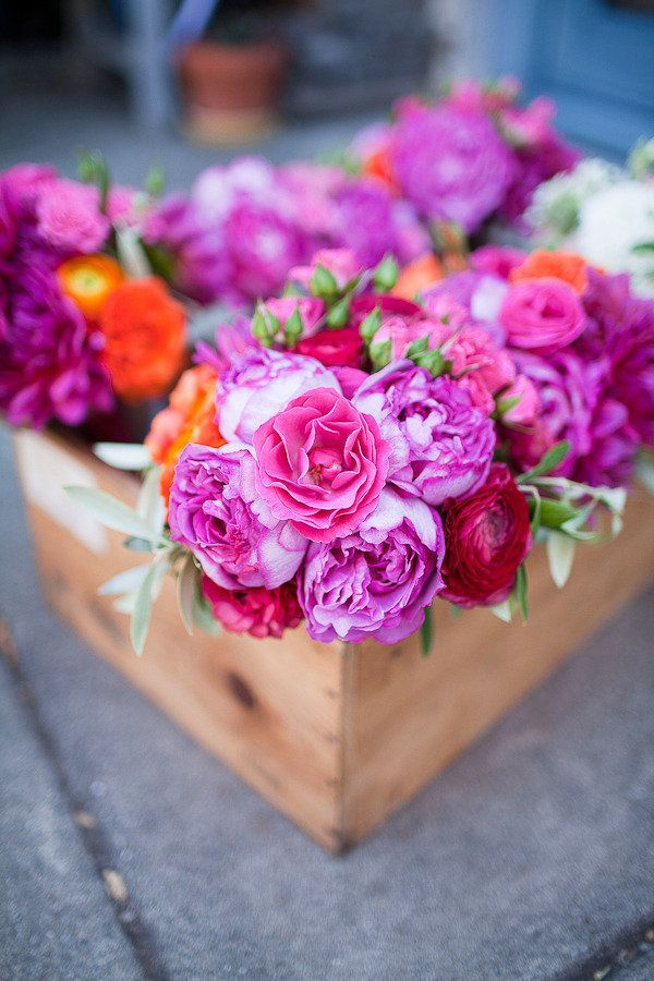 Bright posies: Pink Flowers, Floral Design, Flowers Boxes, Beautiful Flowers, Pretty Flowers, Wood Boxes, Fresh Flowers, Wooden Boxes, Wooden Crates