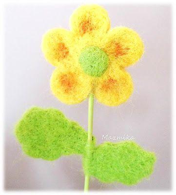 Kwiatek, filcowany na sucho. Flower, felted dry.
