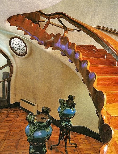 Gaudi Designer :: Casa Batllo > Ebenisterie - Escalier en bois de ...