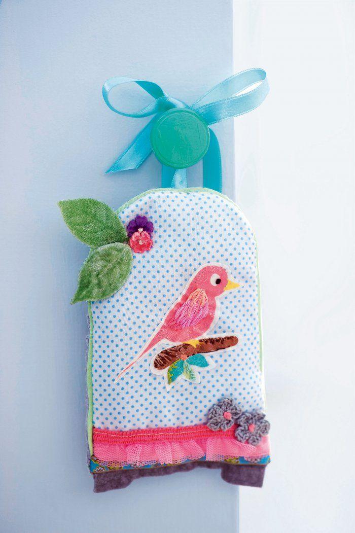 DIY pour décorer la chambre de bébé : coudre une pochette senteur en forme de cage à oiseaux - Marie Claire Idées