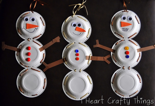 I HEART CRAFTY THINGS: Paper Plate Snowman with Lacing Practice.  The granddaughters are coming!