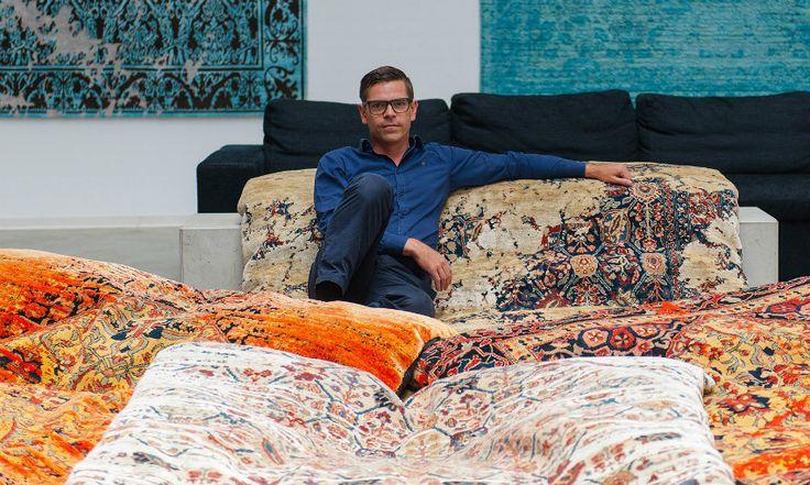 Jan Kath Teppiche – eine Reise um die Welt | Die Jan Kath Teppiche sind allesamt handgeknüpft in Teppichmanufakturen, die sich von Nepal, Thailand, Indien, Marokko bis in die Türkei erstrecken. Finden Sie alle  über den moderne Orientteppiche von diesem Designer aus Bochum, Deutschland und erreichen Sie ein Reise um die Welt Ticket. wohn-designtrend.de/