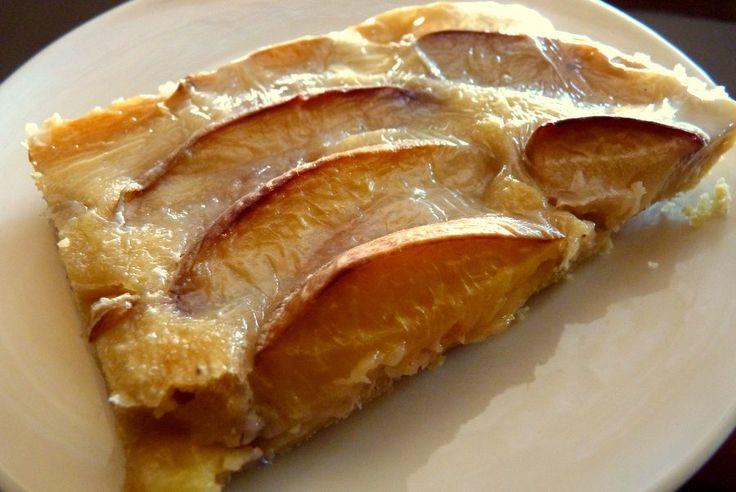 El kuchen es una de las recetas más típicas que los inmigrantes alemanes trajeron al sur de nuestro país. Normalmente los kuchenes son preparados con la fruta que sea más abundante en la estación. En este caso, te presento una receta de kuchen de durazno, como las tantes solían prepararla en ...
