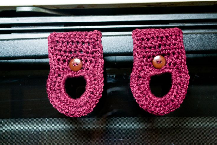 https://theninjaherself.wordpress.com/2013/02/12/free-pattern-dish-towel-hangers/