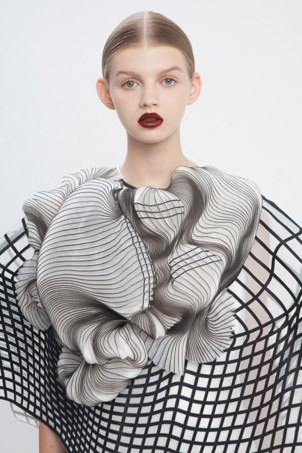 A Line of 3D Printed Clothing Based on Defects. By Noa Raviv
