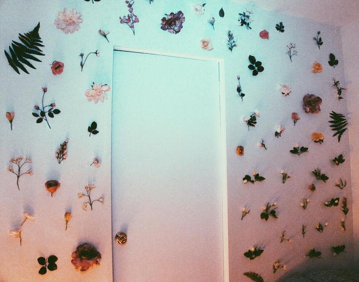 My wall : Inspired by Christian Dior's July 2 couture show ( five rooms with one million fresh-cut flowers) #plantlife hitomi mochizuki