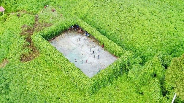 El campo de fútbol en mitad de la selva http://www.abc.es/viajar/noticias/abci-campo-futbol-mitad-selva-201706052157_noticia.html