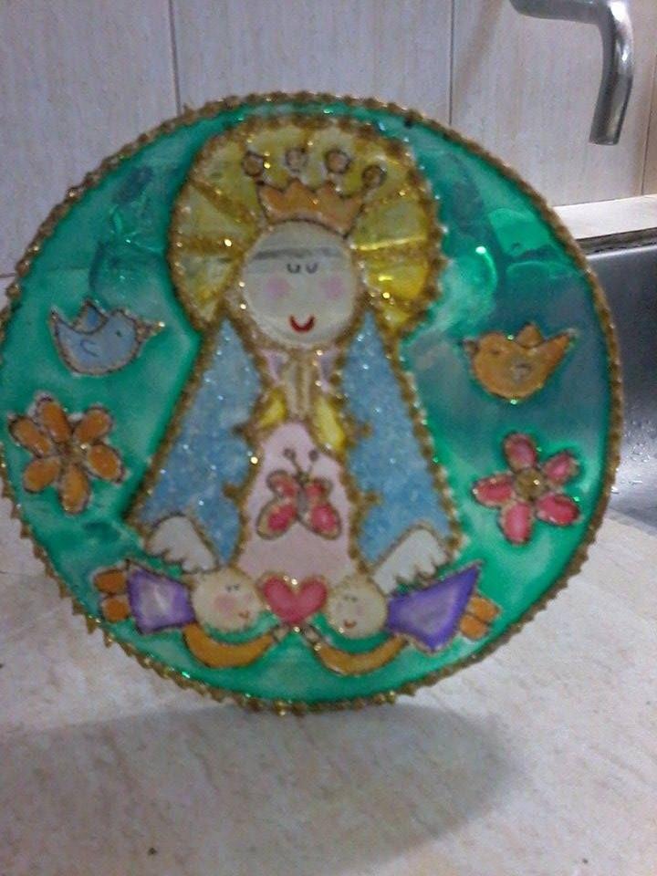 Virgen porfis en vidrio, 10 cm de diámetro