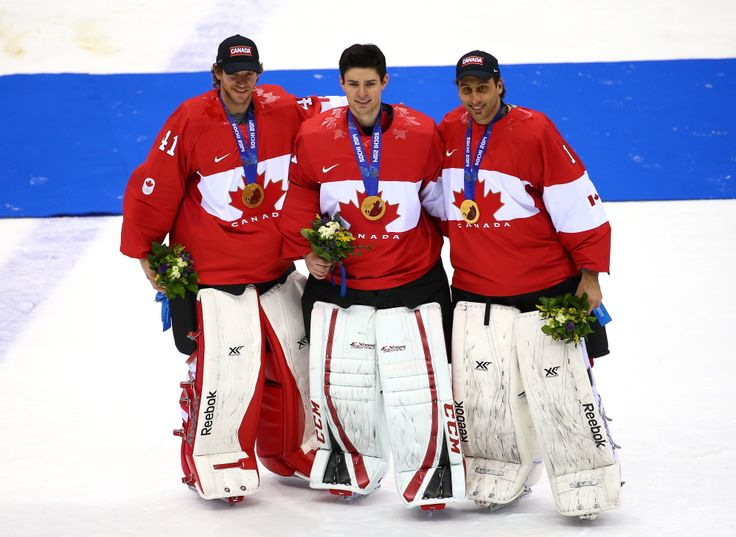 Carey Price célèbre après avoir aidé #ÉquipeCanada à gagner la médaille d'or à Sotchi. / Carey Price celebrates after helping #TeamCanada win gold in Sochi.