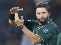 Shahid Khan Afridi is another big name of Pakistan cricket who inspired thousands of cricket fans around the world through his hard hitting batting and long sixes.
