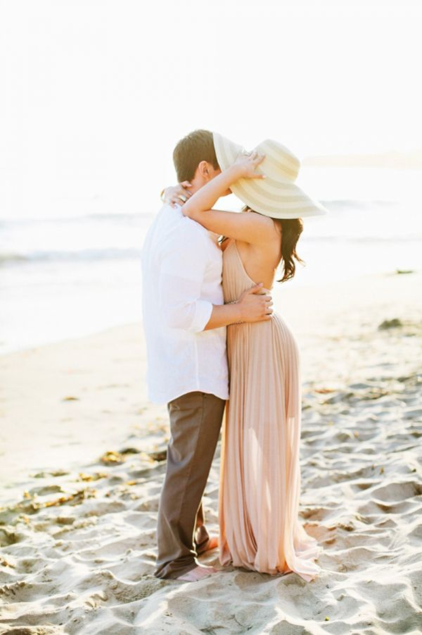 20 Romantic & Fun Beach Engagement Photos - Ala Cortez