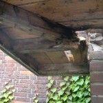 In een vochtig klimaat kunnen schimmels ontstaan die het hout van uw woning aantasten, dit wordt houtrot genoemd. Houtrot komt vaak voor in houten deuren en kozijnen aan de buitenkant van woningen. Hemmerworks is gespecialiseerd in reparatie van houtrot. In veel gevallen zijn kleine reparaties al genoeg om uw kozijn of deur te redden van houtrot. Het is daarom noodzakelijk de juiste manier van houtrot repareren te kiezen.