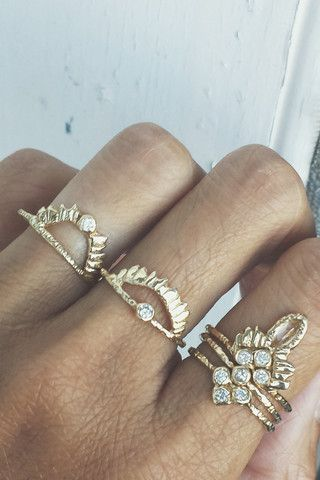 Represents the rays of light that always surrounds us protecting and lighting our way. Available in 14K Rose, Yellow or White Gold 2mm White Diamond