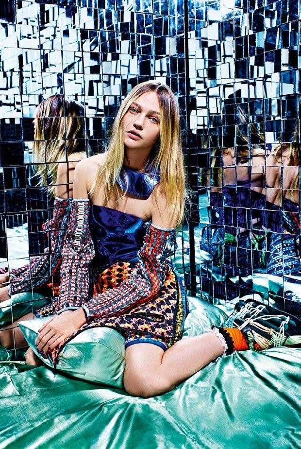 Supermodel Sasha Pivovarova teams up with fashion photographer Mario Sorrenti for A Stylish Excess story coming from the pages of Vogue Italia's February 2015 edition. In charge of styling was Robbie Spencer with hair by Recine, makeup by Aaron De Mey and manicure by Alicia Torrello.