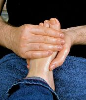 Massage is a great way to reduce the symptoms and recurrence of foot cramps
