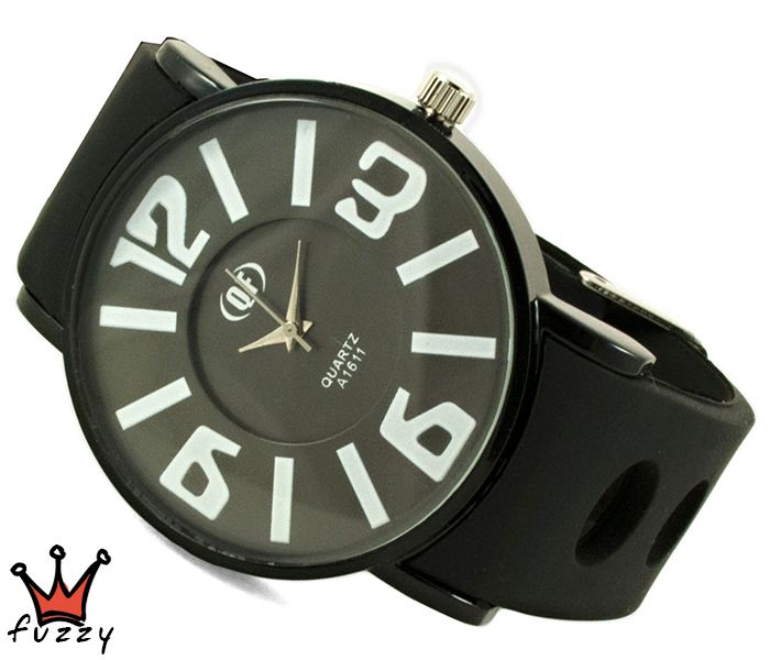 Γυναικείο ρολόι, με κάσα σε μαύρο και ασημί και ιδιαίτερο διπλό καντράν  στο εσωτερικό του.  Λουράκι σε μαύρο χρώμα από σιλικόνη. Διάμετρος καντράν 44 mm.