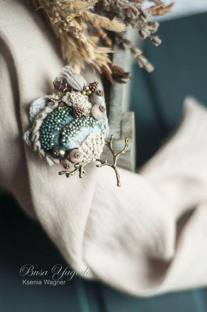 Купить или заказать Брошь ручной работы 'Горные цветы ' в интернет-магазине на Ярмарке Мастеров. Брошь с вышивкой, бисером, и натуральными камнями. Маленький причудливый букет из полевых растений и бутонов. Выполнена в природных оттенках: холодные и теплые зеленые, цвет морской волны, немного синего,полынного, серого. Букет украшен бутонами и веточками.