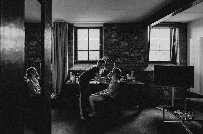 Diese Hochzeitsreportage von Hafenliebe Hochzeitsfotografie hat uns gleich umgehauen! Nicht nur, weil die Bilder von Art und Stimmung einfach wunderbar sind und das Brautpaar so toll und glücklich aussieht.. Es ist auch ganz einfach eine wunderbar entspannte Hochzeit, und ohne viel Brimborium zeigen die Bilder dennoch, dass es ein wundervoller und ganz besonderer Tag war.