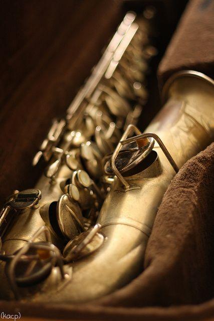 ♪♫ Music ♪♫ instrument old saxophone