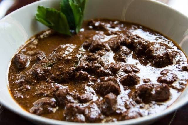 Lomok-lomok - Makanan khas masyarakat karo daging yang dmasak dengan rempah-rempah dan getahnya.