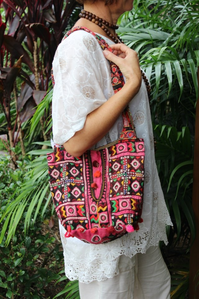 LALOOM Raja hnadbags have a small pocket within to contain tose small items that need to be readily accessible, eg keys and phone and glasses.