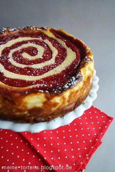 """Buchrezension: """"Mara's Sweet Goodies"""" und daraus Käsekuchen mit Erdbeer-Rhabarber-Swirl ~ Meine Torteria"""