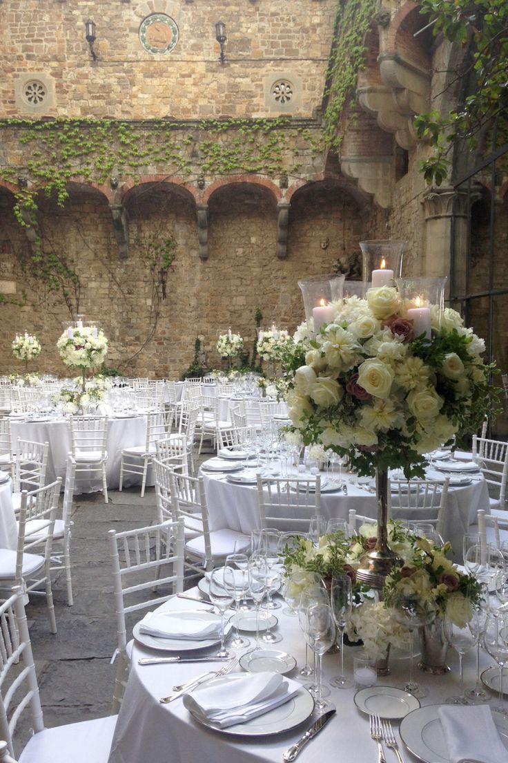 Allestimento castello per matrimonio. Preludio Noleggio, attrezzature per catering eventi.  Italian castle wedding setting for your wedding in Italy.