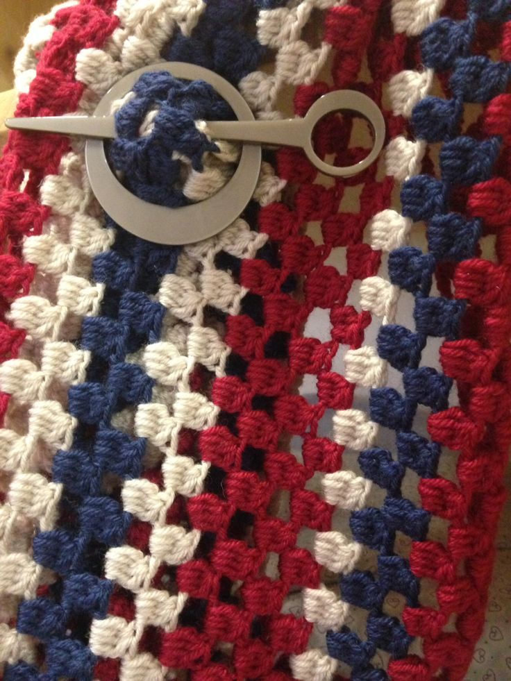 Handmade, knitted scarf. Sciarpa fatta a maglia.