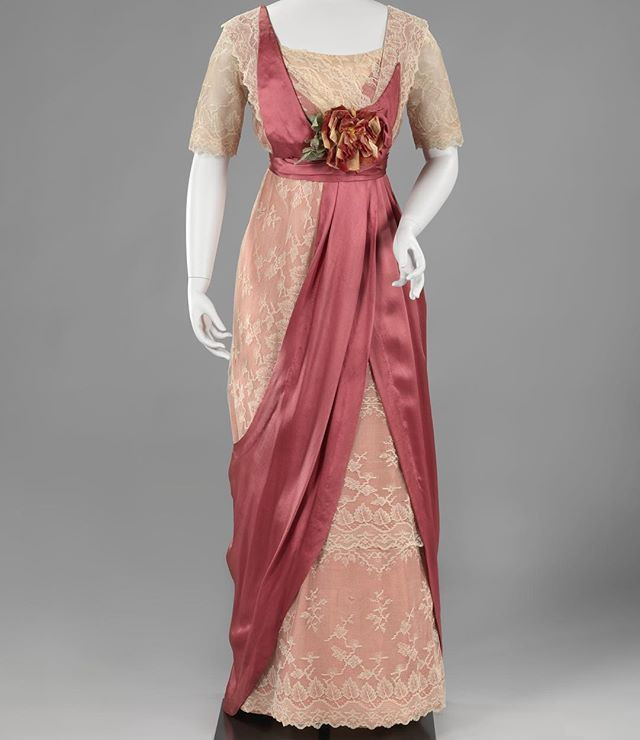 Easter dress inspiration anyone? The #RijkMuseum has an incredible online database of their collection, which includes thousands of high resolution images that can be downloaded and used for FREE. This beautiful day dress is c.1912. #RijkStudio #1910sfashion #hautecouture #fashiondesign #fashion #1912fashion #easter #easterdress