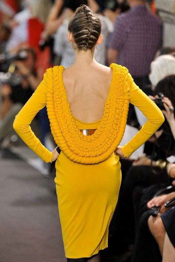 Tendance mode: Le dos nu de la robe courte Stéphane Rolland Haute Couture - Marie Claire