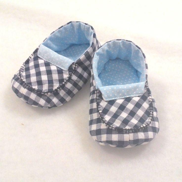 Os sapatinhos Arquitetando Fofurices são delicados e fofos como seu bebê. <br>Feitos com tecidos 100% algodão, são práticos para serem usados em qualquer ocasião, deixando seu bebê ainda mais chamorsinho. <br> <br>Tamanho Disponível: <br>M - calça 4-7 meses (pezinhos até 11cm)