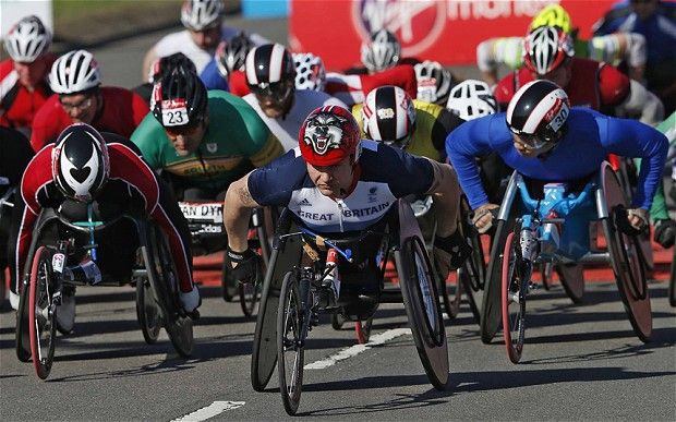 London Marathon 2013: David Weir fails in attempt to win seventh title as Kurt Fearnley finishes first