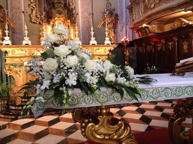 Rose bianche e orchidee... Un matrimonio da sogno!