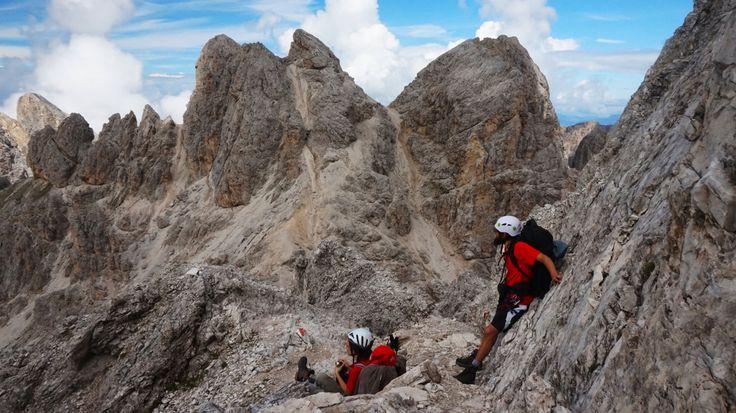 Eine einfache Dolomiten Hüttenwanderung mit genauer Beschreibung der Route und vielen Bildern in guter Qualität. Zum Träumen und am Besten Nachmachen ;)