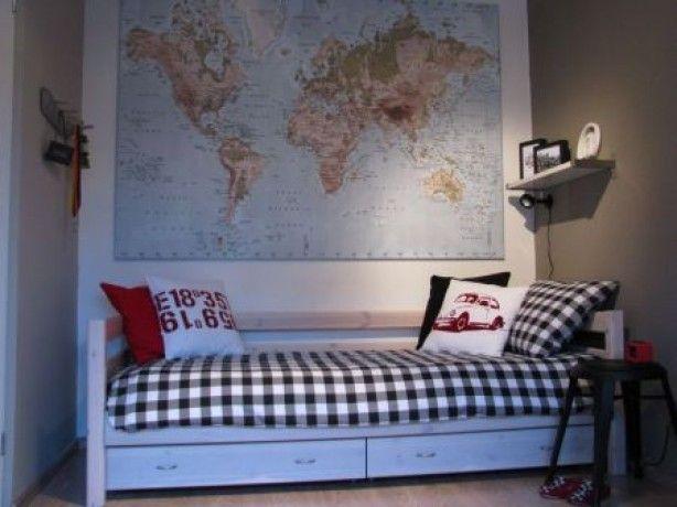 rechter wand kleur Leem van Histor, links heeft kleur Forel. Canvas doek van Ikea