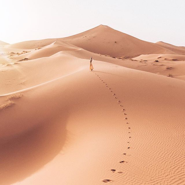 Twirling into the sunset- one of the best yet, from the Sahara Desert ☼ @bungeegirl There's a new app launching for solo female travellers to connect & give each other the most memorable trip.. Sign up at www.bungeegirl.com & like the Facebook page to enter the contest to win travel gift cards ✈️