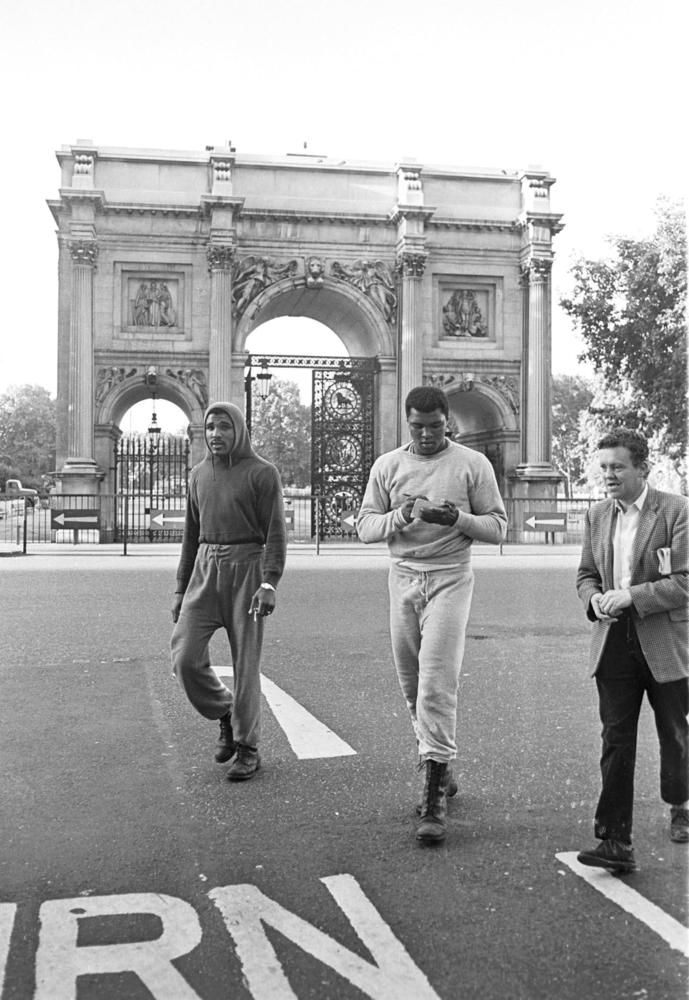 11 Incredible Pictures Of Muhammed Ali Training On London's Streets
