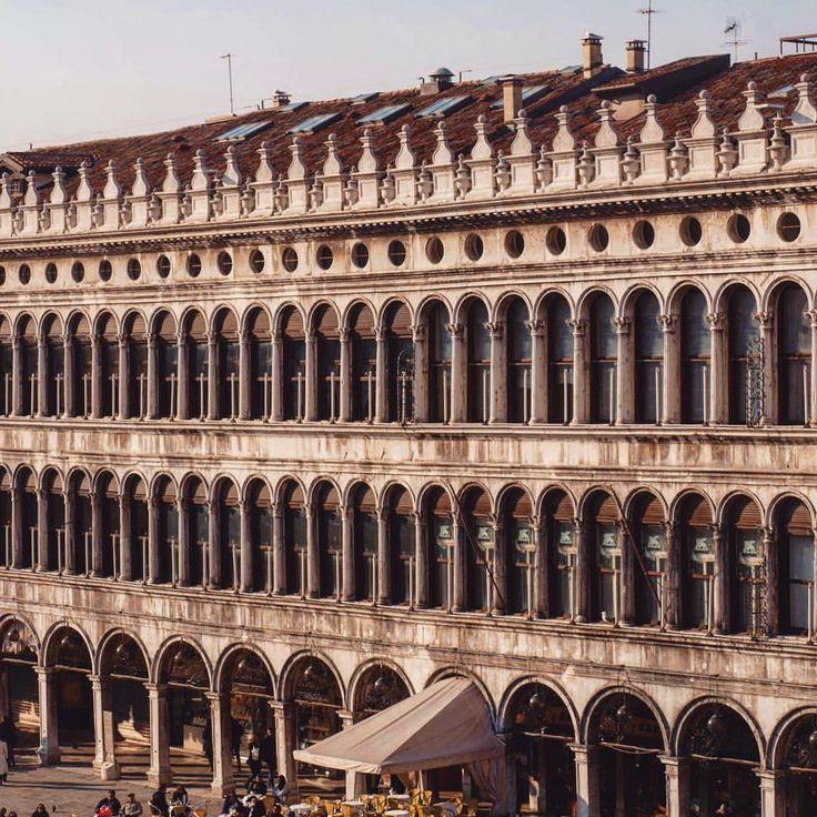 """""""Mi piace"""": 79, commenti: 6 - Ioana Fmlyhm (@ioanafmlyhm) su Instagram: """"📌 San Marco, Venice #memories . . . . . . . . #tb #venice #venezia #ig_italia #italia365…"""""""