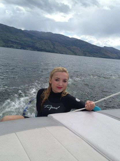 While working in Canada, Miss Peyton List did a little bit of wake surfing on Sunday (June 2, 2013).  She tweeted with her photo above: Had so much fun w
