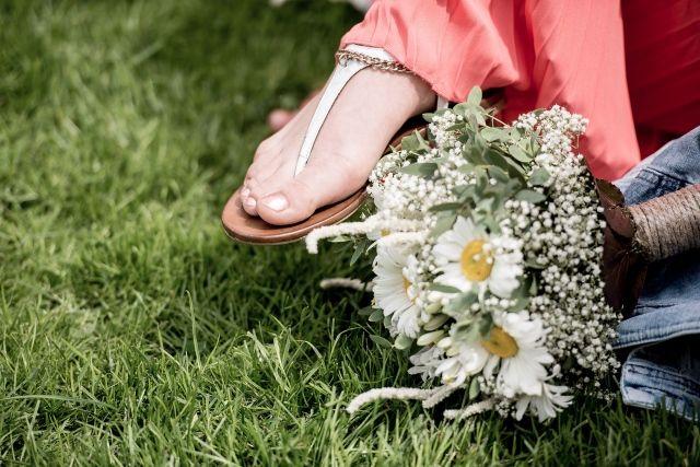 #inspiratie #idee #zomer #schoenen #slippers #sandalen #bruiloft #zon #warm #trouwen #huwelijk #trouwdag #huwelijksdag #wedding #summer #sun #inspiration #idea | Photography: EMfoto | ThePerfectWedding.nl