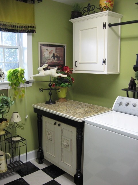 Love this color for a laudry room: Color, Green Wall, Traditional Laundry, Laundry Rooms Design, Rooms Ideas, Weather Vanes, Green Laundryroom, Weathervan, Southern Hospitals