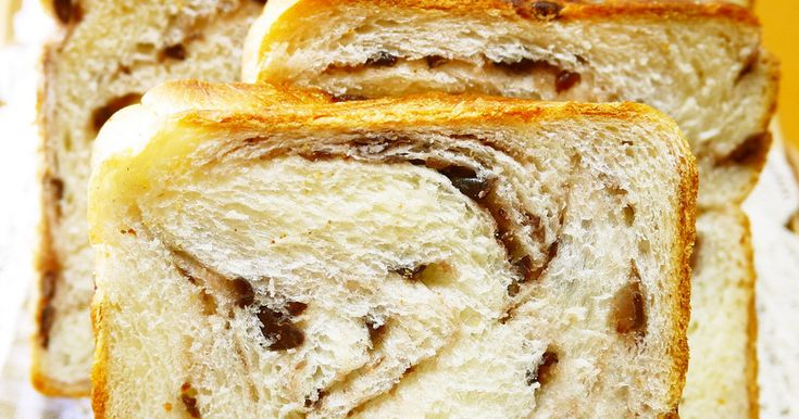 パン屋さんでつい買いたくなるあん食パン★ なかなかいいお値段がするので、家で作れると嬉しいなぁ~と思い、焼いてみました♡