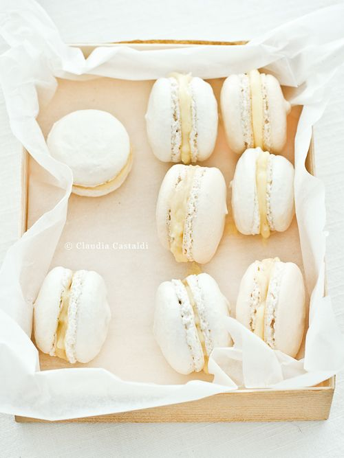 white cream macarOns