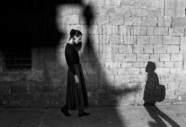 Ferdinando Scianna  Barcelona, Spagna: foto di moda con Barbara.